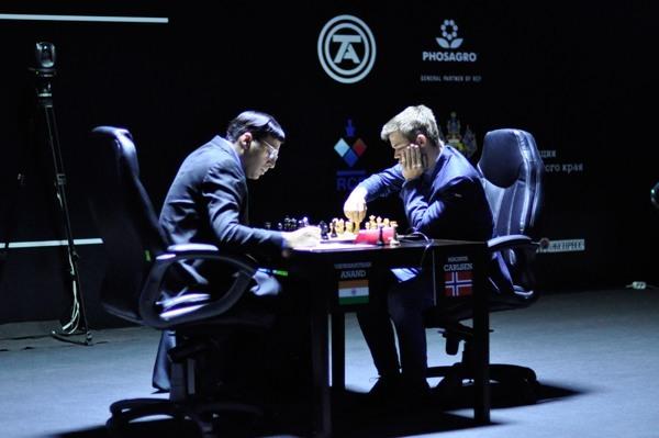 Oyun 2: Carlsen kazandı!