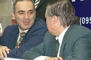 Kasparov ve Karpov Basın Toplantısında