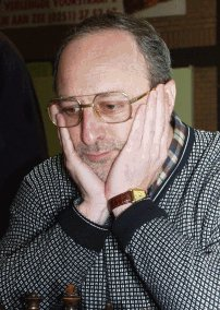 Malakhov'u yenen Gurevich ilk sekizde
