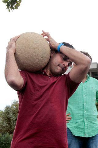 Anand sizce ne yapıyor?