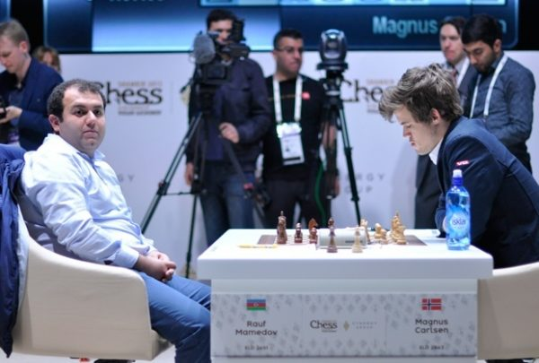 Carlsen 2981 Performans ile Birinci!