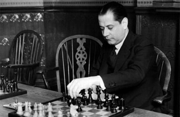 Satranç Şampiyonlarına Kulak Verin!