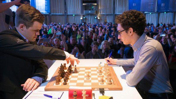 Caruana – Carlsen İlk Turda Kozlarını Paylaştı!
